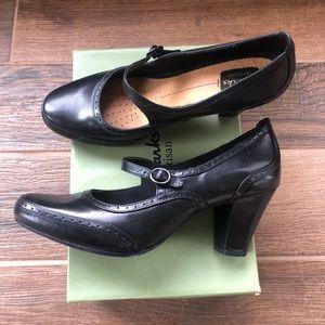 Women's Clark's black leather heels